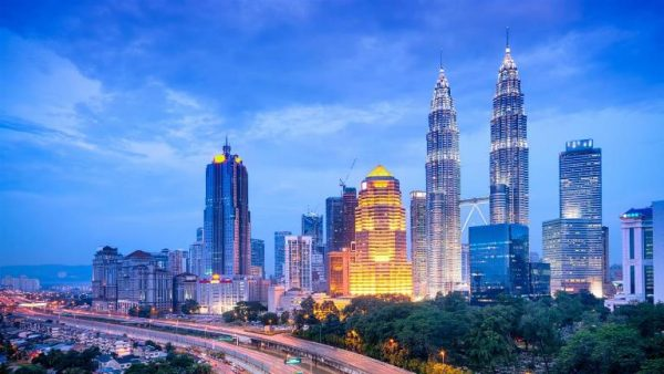 Petronas Towers boasting its beauty at Kuala Lumpur