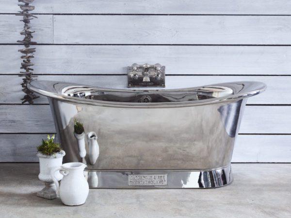 a metalic bathtub